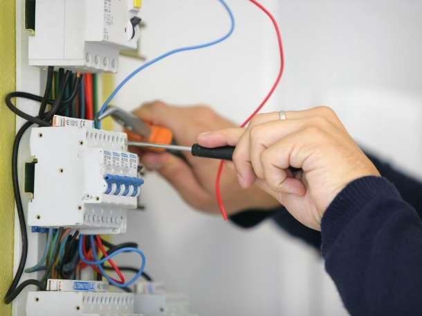 Инженер электрик, фотография 1