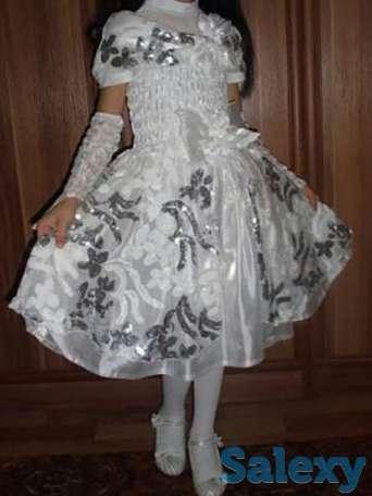 Вечернее платье с перчатками, фотография 1