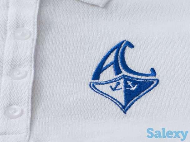 Вышивка на поло. Вышивка логотипов на футболке поло в один цвет., фотография 1