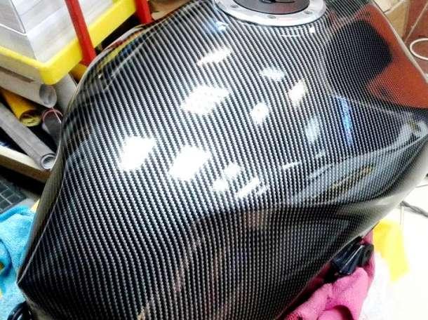 Карбоновая пленка под лаком, карбон 2Д, фотография 2